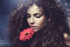 Curly Hairs Model Wallpaper