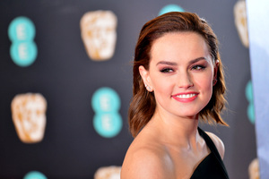Daisy Ridley Smiling Premiere Famous Actress Wallpaper