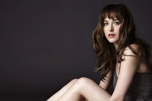 Dakota Johnson Looking At Viewer 4k Wallpaper