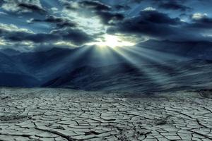 Drought Mountains Cloud Sun Rays 5k