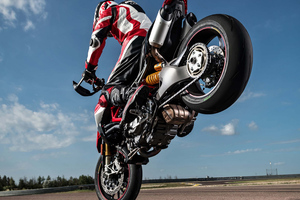 Ducati Hypermotard Hyperstrada 512 Wallpaper