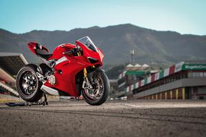 Ducati Panigale V4 S 2018 4k