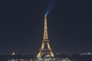 Eiffel Tower Nightscape Wallpaper