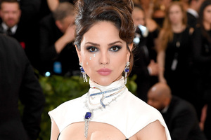 Eiza Gonzalez At Met Gala 2018 Wallpaper