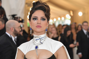 Eiza Gonzalez At Met Gala Wallpaper