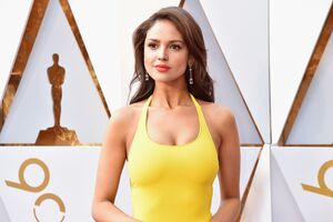Eiza Gonzalez At Oscars 2018 4k Wallpaper