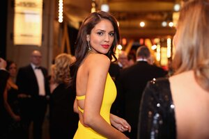 Eiza Gonzalez At Oscars Wallpaper