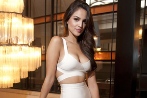 Eiza Gonzalez Cute Wallpaper