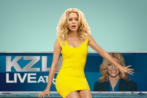 Elizabeth Banks In Walk Of Shame Movie Wallpaper