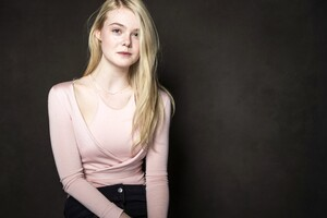 Elle Fanning Actress Wallpaper