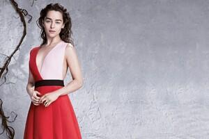 Emilia Clarke 7 Wallpaper