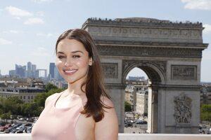 Emilia Clarke Arc De Triomphe