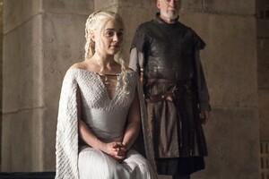 Emilia Clarke Daenerys Wallpaper