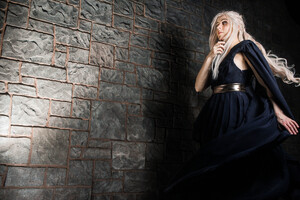 Emilia Clarke Game Of Thrones Cosplay Wallpaper