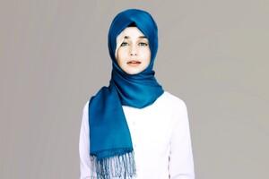 Emilia Clarke Hijab Wallpaper