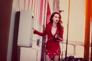 Emilia Clarke Vs Photoshoot