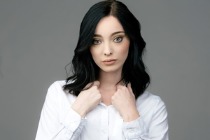 Emma Dumont 2019 Latest Wallpaper