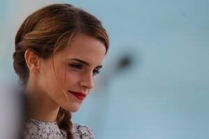 Emma Watson Gorgeous Wallpaper