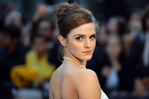 Emma Watson In White Dress Wallpaper