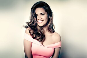 Esha Gupta 4 Wallpaper