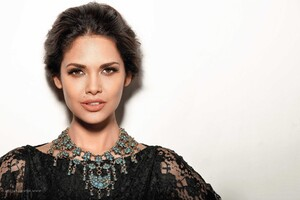 Esha Gupta 6 Wallpaper