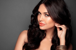 Esha Gupta New Wallpaper