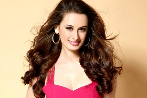 Evelyn Sharma 7