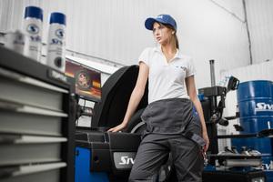 F1 Female Mechanic