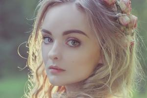 Forest Beauty Queen Wallpaper