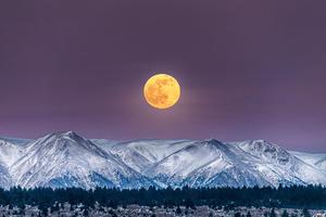 Full Moon Over White Mountain Peak 4k Wallpaper
