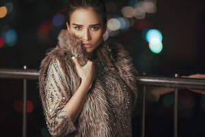 Fur Overcoat Girl 4k Wallpaper