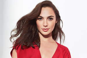 Gal Gadot Revlon Candid Foundation Commercial 2019