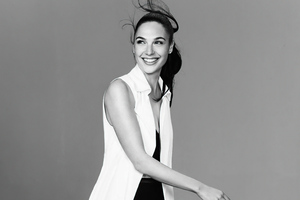 Gal Gadot Smiling Monochrome 5k Wallpaper