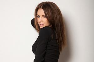 Galina Dubenenko Looking Back 4k Wallpaper