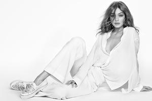 Gigi Hadid X Weitzman 2020 Wallpaper