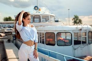 Gir Pier Side Boat Wallpaper