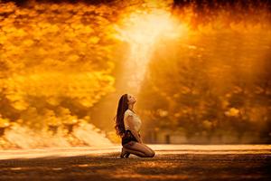 Girl Kneeling To Sky 4k Wallpaper