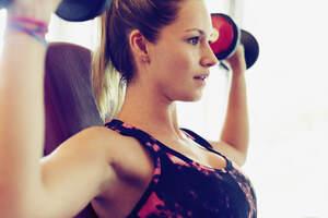 Girl Lifting Weights 4k