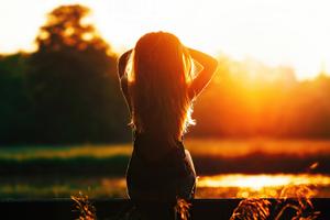 Girl Sitting Looking At Sunset Silhouette 4k Wallpaper