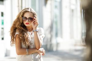 Girl Sunglasses Sunny Day 4k Wallpaper