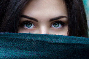 Green Eyes Girl Wallpaper