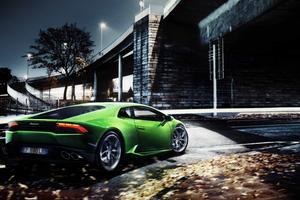 Green Lamborghini Huracan 8k