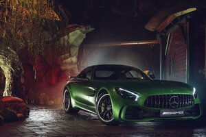 Green Mercedes AMG GT R Wallpaper