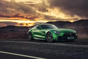 Green Mercedes Benz Amg GT 4k