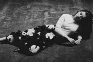 Hailee Steinfeld Monochrome