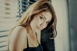Hazal Kaya Wallpaper