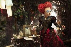Helena Bonham Carter Alice Through The Looking Glass Wallpaper
