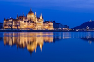 Hungarian Parliament Building 2 Wallpaper