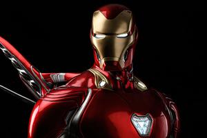 Iron Man Glowing Eyes 4k