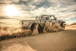 Jeep Gladiator Sand Runner 2021 Wallpaper
